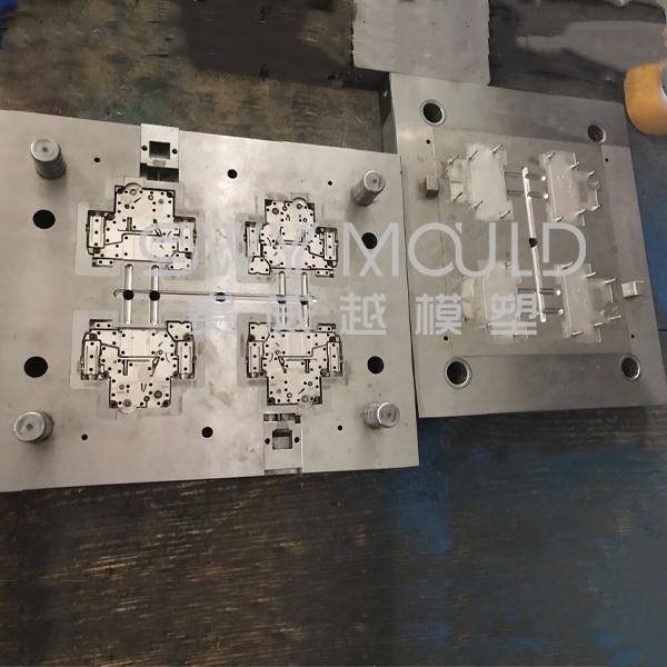 Пресс-форма для пластикового корпуса воздушного выключателя C45