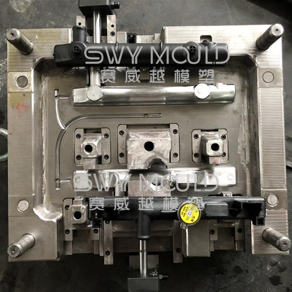 Пластиковая форма бака для автомобильного радиатора