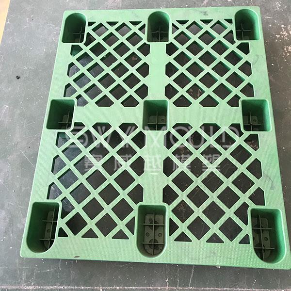 Форма для штабелируемых пластиковых лотков