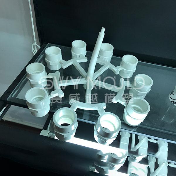 Пластиковая форма для трубы водоснабжения
