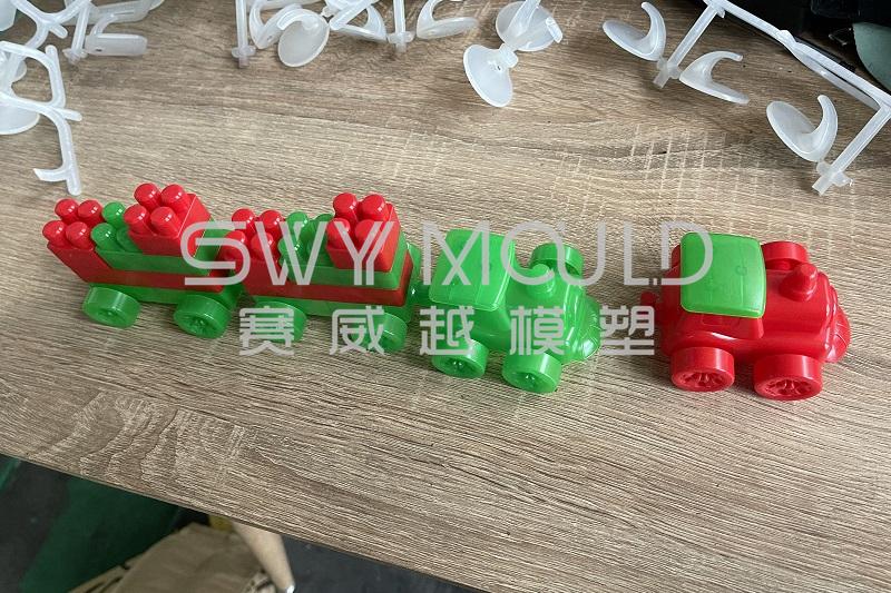 T1 из пластиковых игрушечных кирпичей