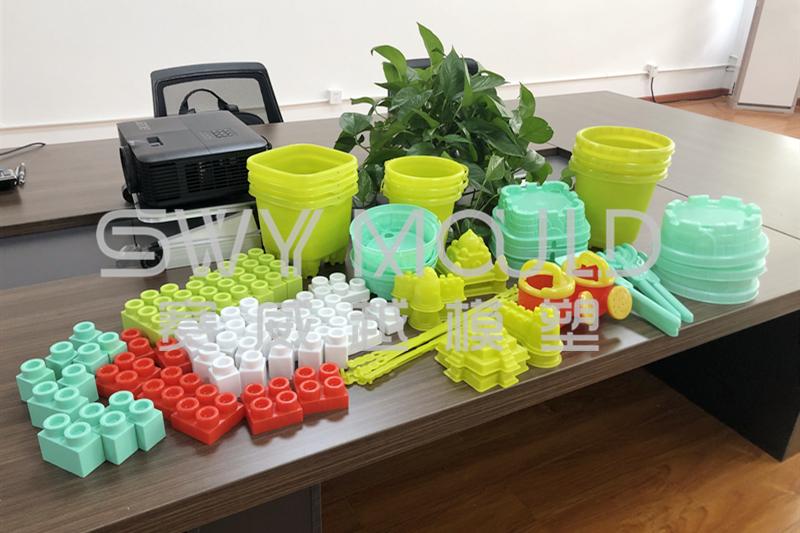 Образцы пластика для литья под давлением детских игрушек, отправляемые в Македонию