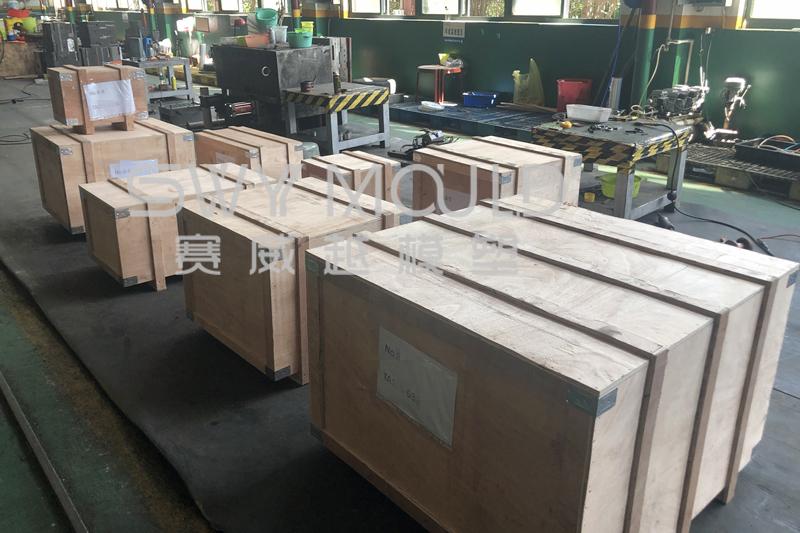 Пластиковые корзины и формы для крышек мусорных баков отправлены в Таиланд